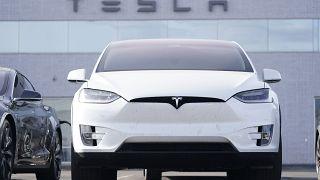 سيارة تيسلا الكهربائية
