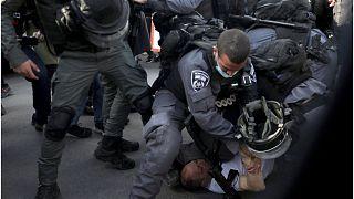 جرح أربعة فلسطينيين في اشتباكات مع الشرطة الإسرائيلية في القدس الشرقية