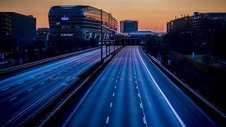 Leere Straßen in der Nacht - die Ausgangssperre in der Bundesnotbremse soll leicht entschärft werden und zwischen 22 und 5 Uhr gelten.