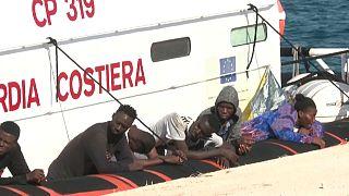 Migranti che cercano di raggiungere le coste italiane