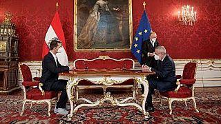 وزير الصحة النمساوي وولفجانج ماكستين يؤدي اليمين الدستورية في حفل أقيم في فيينا يوم الاثنين.