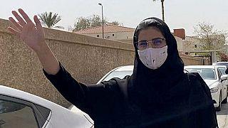 Люджейн аль-Хазлюли по дороге в суд в Эр-Рияде 10 марта 2021