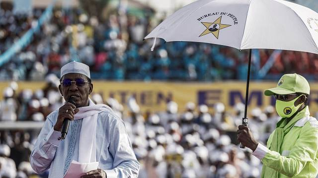 Le Tchadien Idriss Déby réélu président, son armée assure avoir tué 300 rebelles