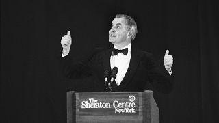 Уолтер Мондейл выступает на ужине для доноров Демократической партии в Нью-Йорк, 11 октября 1984