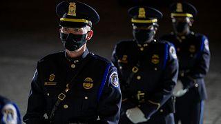 شرطة تأمين مبنى الكابيتول
