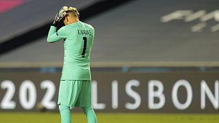 A PSG kapusa, Keylor Navas fogja a fejét a Bajnokok Ligája nyári fináléjában - talán az utolsóban