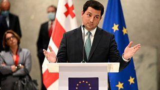 رئيس برلمان جورجيا يحضر مؤتمرا صحفيا عقب الجولة الثانية من المحادثات بوساطة الاتحاد الأوروبي بين الحزب الحاكم والمعارضة لحل المأزق السياسي في البلاد، 31 مارس 2021