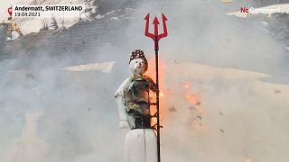 """شاهد: سويسرا تودع البرد والثلوج بإحراق """"رجل الشتاء بوغ"""""""