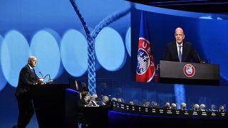 FIFA ve UEFA Başkanları Infantino ve Ceferin, 45. UEFA Kongresi'nde Avrupa Süper Ligi oluşumuna tepki gösterdi.