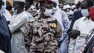 Tchad : Mahamat Déby Itno prend la relève, élections dans 18 mois