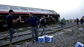 Mısır'da tren kazası alanında iftar vakti