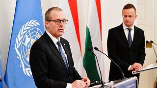Szijjártó Péter külgazdasági és külügyminiszter és Hans Kluge, a WHO európai regionális igazgatója megbeszélésüket követően sajtótájékoztatót tart