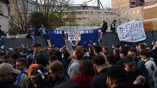 مظاهرة للجماهير في إنجلترا ضد إقامة الدوري السوبر