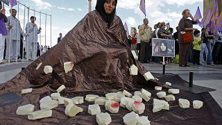 Una donna manifesta a Parigi il 28 agosto 2010 contro la condanna a morte di Sakineh Mohammadi Ashtiani