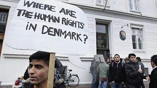 settembre 2012: richiedenti asilo siriani protestano in Danimarca, che all'epoca riteneva che il conflitto non riguardasse l'intera Siria, respingendo così molte richieste