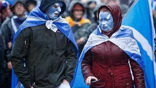 A skót függetlenség hívei tüntetnek Glasgowban 2020. január 11-én
