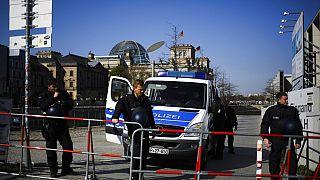 Polizei vor dem Reichstag in Berlin