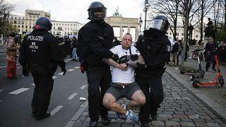 تصویب محدودیتهای جدید در آلمان همزمان با تظاهرات معترضان