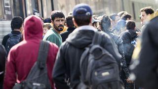مهاجرون سوريون في إحدى محطات القطار في الدنمارك