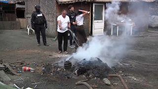 Nyomorgó családok szeméthegyei szennyezik a bukaresti levegőt