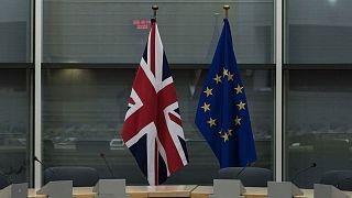 Archives : drapeaux du Royaume-Uni et de l'Union européenne, lors d'une réunion consacrée au Brexit à Bruxelles, le 20 septembre 2019