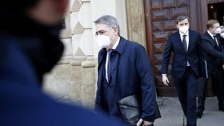 Посол России в Чехии Александр Змеевский покидает здание МИД республики