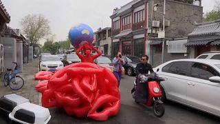 ویدئو؛ نمایش تک نفره هنرمند چینی بهمناسبت روز زمین