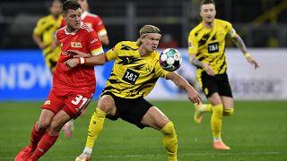 Almanya 1. ve 2. Futbol Ligi'de oyuncular son 3 hafta karantinaya girecek.