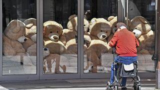 Teddybären statt Gäste: Ein geschlossenes Café in Gelsenkirchen