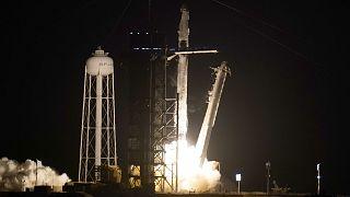 La fusée Falcon et le module Crew Dragon de SpaceX après le décollage du pas du centre spatiale Kennedy en Floride, le 23 avril 2021