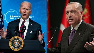 À gauche, Joe Biden à Washington le 22 avril 2021 lors du sommet sur le climat ; à droite,  Recep Tayyip Erdogan à Ankara après une réunion ministérielle le 14 décembre 2020