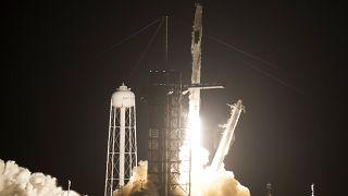 """إقلاع مركبة """"سبيس إكس"""" إلى محطة الفضاء الدولية محملة بأربع رواد"""