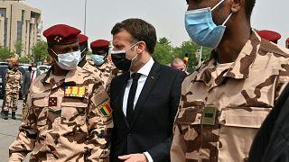 Emmanuel Macron bei der Trauerfeier für Idriss Déby