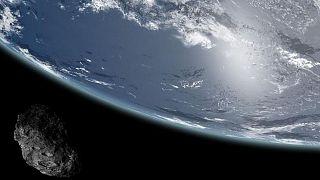 عکس تزئینی از سیارکی در نزدیکی زمین