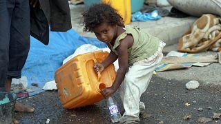طفلة يمنية نازحة