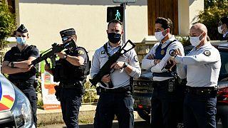 La polizia sul posto a Rambouillet, Francia