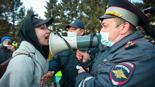 A woman argues with police officer during a protest in support of jailed opposition leader Alexei Navalny in Ulan-Ude, Buryatia, Russia. April 21, 2021