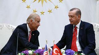 صورة من الأرشيف تجمع الرئيس التركي رجب طيب أردوغان وجو بايدن حين كان يشغل منصب نائب الرئيس الأمريكي ـ أنقرة 2016
