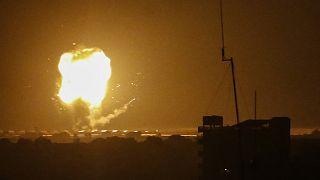غارة جوية إسرائيلية في رفح بجنوب قطاع غزة في 17 أبريل - نيسان 2021.