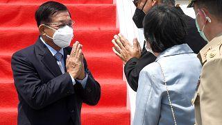 Генерал Мин Аун Хлаин прибывает на саммит