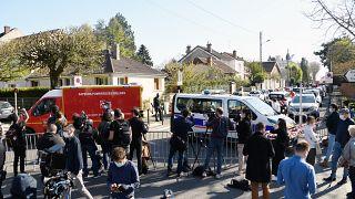 مكان مقتل موظفة شرطة على يد رجل تونسي في جنوب غرب باريس في رامبوييه في 23 أبريل 2021.