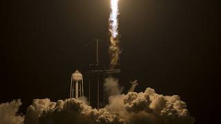 La Crew Dragon de SpaceX se acopla con éxito a la Estación Espacial Internacional