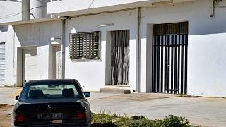 منزل عائلة التونسي جمال غورشين الذي طعن موظفة بالشرطة الفرنسية في مكان عملها جنوب غرب العاصمة الفرنسية باريسو في تونس