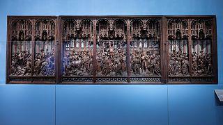 المذبح الأصلي المرمم لسان جورج (1493) من قبل النحات الفلمنكي لعصر النهضة الشمالية جان بورمان في متحف الفن والتاريخ في بروكسل