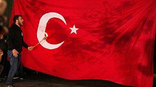 لحظه به آتش کشیدن پرچم ترکیه در ایروان، پایتخت ارمنستان