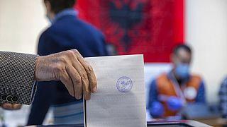 Arnavutluk'ta seçime katılım oranı yüzde 45 olarak açıklandı.