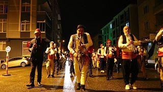 Tekirdağ'da sahur için Roman bandosu kuruldu