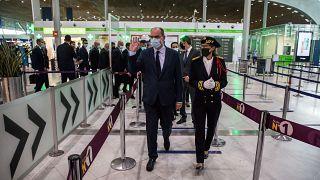 رئيس الوزراء الفرنسي جان كاستكس في مطار رواسي شارل ديغول