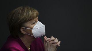 Almanya Başbakanı Angela Merkel, Covid-19 salgınında sağlık sistemi çökme aşamasına gelen Hindistan'a acil yardım yapılacağını duyurdu.