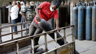 Covid-19 : l'Inde toujours débordée, l'aide internationale se prépare